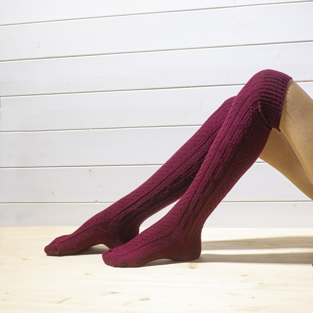 Knee socks 80% wool, patterned, dark red